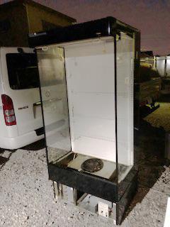業務用の冷凍ケースの回収